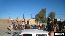 آذار 2014، عرض عسكري لمسلحي داعش في الفلوجة