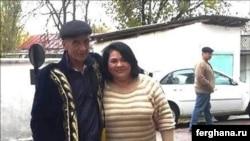 Узбекский политзаключенный Мурад Джураев (слева) после освобождения их тюрьмы. 12 ноября 2015 года.