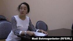 Гаухар Сыздыкова, представитель комитета уголовно-исполнительной системы (КУИС) на суде по жалобе заключенного диссидента Арона Атабека. Астана, 18 августа 2015 года.