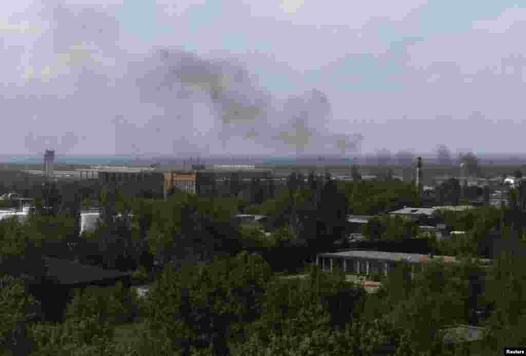 Smoke rises from Donetsk's international airport during heavy fighting between Ukrainian and pro-Russian forces on May 26.
