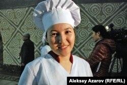 Один из авторов пирога – кондитер Айнаш. Алматы, 25 января 2013 года.