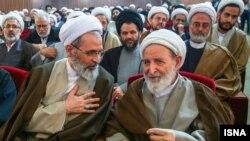 از سمت راست، محمد یزدی و علیرضا اعرافی