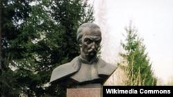Пам'ятник гетьману Івану Мазепі у Мазепинцях (Київська область)