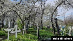 De Blajini, cu cimitirele închise