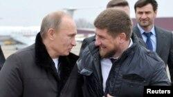 Владимир Путин и Рамзан Кадыров в Гудермесе, 2011 год