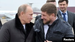 Presiden Rusia Vladimir Putin bersama pemimpin Chechnya Ramzan Kadyrov (file foto)