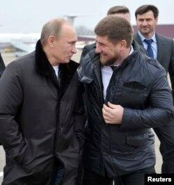 U vreme premijerskog mandata 2011. godine, Vladimir Putin u poseti čečenskom lideru Ramzanu Kadirovu