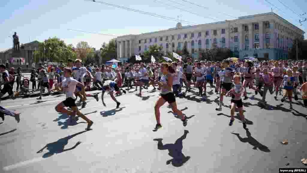Aqmescitte «Kross natsii» sport yarışı, 2017 senesi sentâbrniñ 16-sı