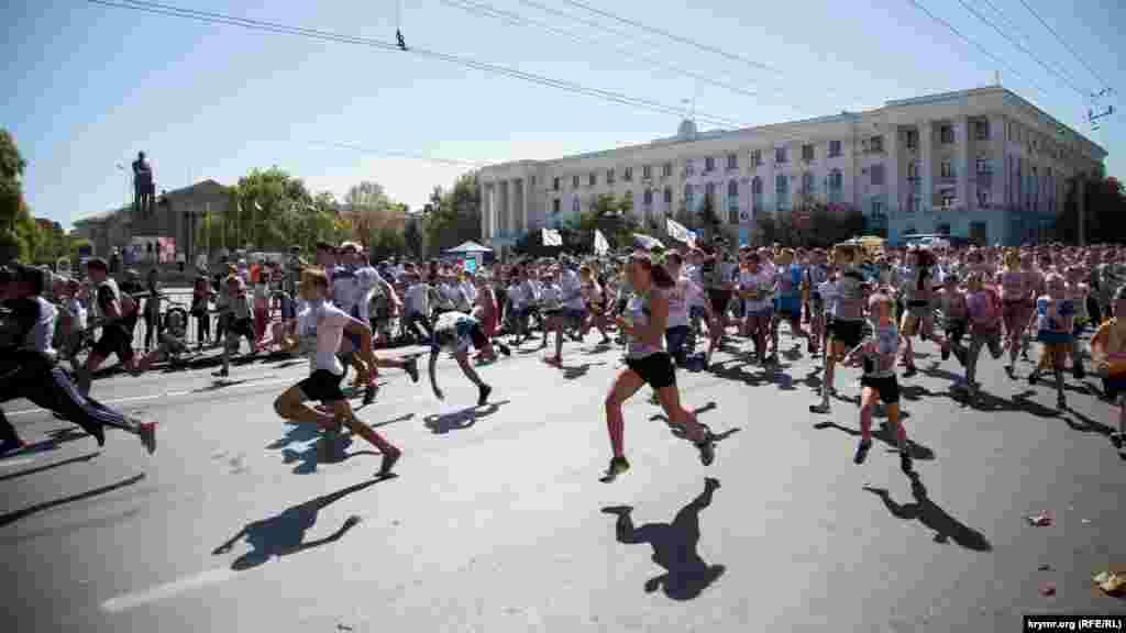 Учасники стартували на площі Леніна