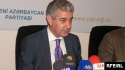 """Исполнительный секретарь правящей партии """"Ени Азербайджан"""" Али Ахмедов"""