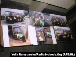Експозиція в музеї Голокосту, присвячена Майданові й подіям АТО. Машини, відновлені волонтерами Дніпра, для української армії