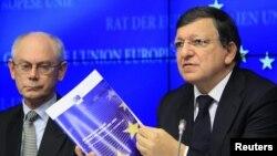 Европа Кенгаши Президенти Ҳ.В.Пумпей (ч) ва Европа Комиссияси Президенти Х.М.Баррозо.