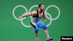 Казахстанский тяжелоатлет Ниджат Рахимов на соревнованиях в Рио-де-Жанейро 2016 года.
