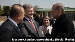 Петро Порошенко і Реджеп Тайїп Ердоган під час зустрічі в Стамбулі, 9 квітня 2018 року