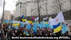 """Украина башкаласы Киевта """"Кырыманнексиясенә каршы"""" йөрештә катнашучылар"""