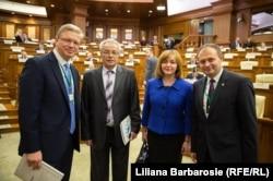 În Parlament alături de oamenii politici moldoveni
