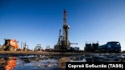 Нефтедобыча, архивное фото