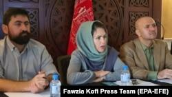 آرشیف، سه تن از اعضای هیئت مذاکرهکننده حکومت افغانستان در گفتگوهای صلح.