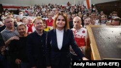 Belarusian opposition leader Svyatlana Tsikhanouskaya (center) poses for a photograph with the Belarusian diaspora in London on August 3.