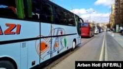 Kompanitë e transportit rrugor duke protestuar në Prishtinë.