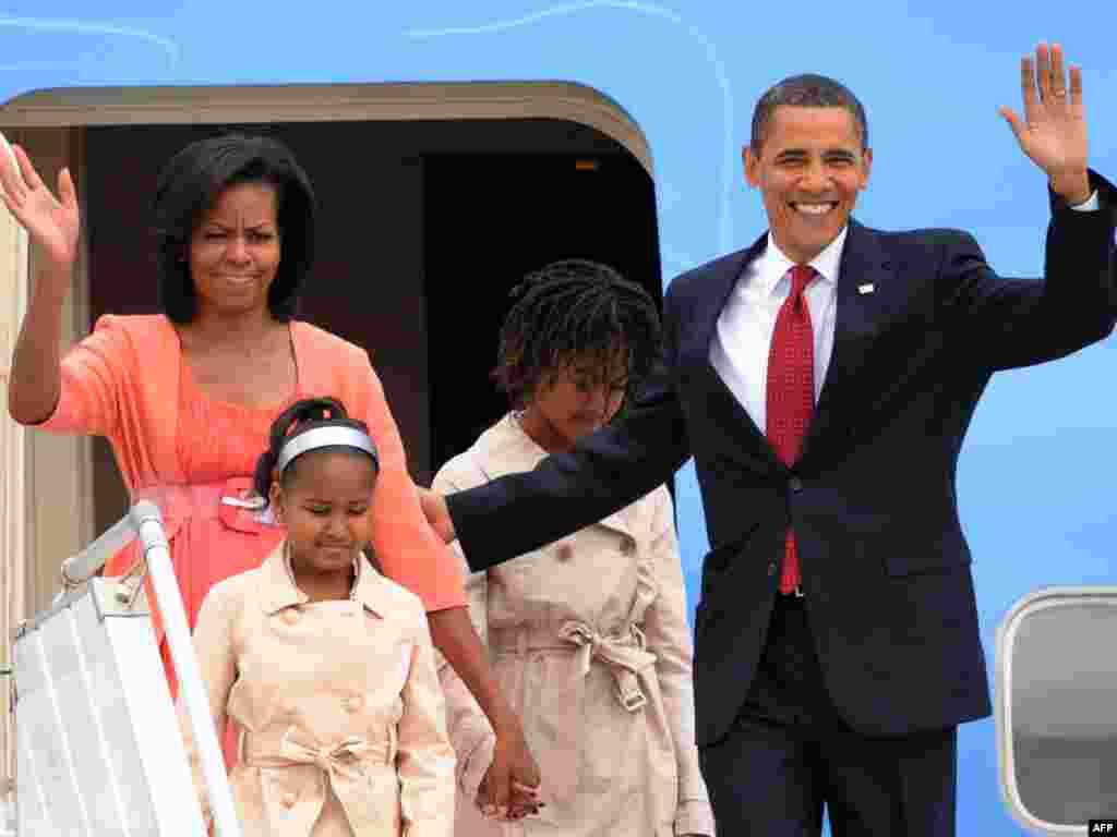 Президент США Барак Обама прибыл с официальным визитом в Москву