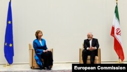 Catherine Ashton (left), the EU's high representative for foreign affairs, and Iranian Foreign Minister Mohammad Javad Zarif pose for reporters.