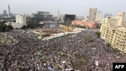 Сотни тысяч египтян на Площади Тахрир в Каире, 1 февраля 2011