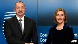 Әзербайжан президенті Ильхам Әлиев пен ЕО-ның сыртқы саясат жөніндегі жоғарғы комиссары Федерика Могерини. Брюссель, 6 ақпан 2017 жыл.