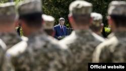 Петр Порошенко на встрече с военнослужащими в Львовской области