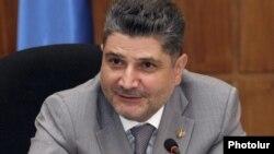 Վարչապետ Տիգրան Սարգսյան, արխիվային լուսանկար