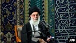 Верховный лидер Ирана аятолла Али Хаменеи. Тегеран, 20 ноября 2013 года.