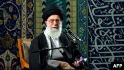 Иранның рухани көсемі Аятолла Хаменеи.