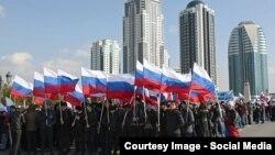 Грозный шәһәрендә митингка җыелган халык