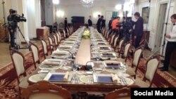 Сервировка обеда Путина с политологами в феврале 2012 года, источник - взломанная почта Пригожина