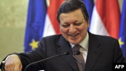 EU Commission President Jose Manuel Barroso, after his meeting with Hungarian Prime Minister Viktor Orban on January 7, welcomed the pledge.