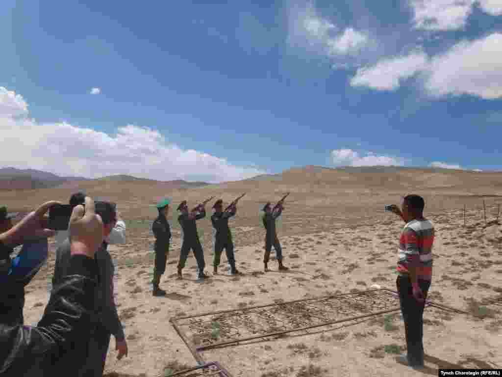 Траурные события в память о погибших во время событий 1916 года в Кыргызстане. 2 августа 2014 года.