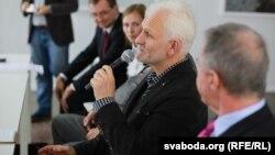 Олесь Бяляцький на міжнародній конференції «Форум 2000» в Празі