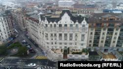 Будинок у Женеві, де міститься квартира Коломойського