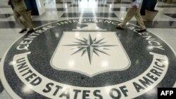 Simboli i agjencisë CIA në dysheme të ndërtesës së selisë në Langley të Virxhinias