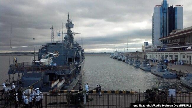 «Сагайдачний» біля причалу Одеського морвокзалу в День ВМС України, 1 липня 2018 року