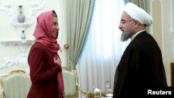 Եվրամիության բարձր ներկայացուցիչ Ֆեդերիկա Մոգերինին Թեհրանում Իրանի ԱԳ նախարար Մոհամադ Ջավադ Զարիֆի հետ հանդիպման ժամանակ, 28-ը հուլիսի, 2015թ.