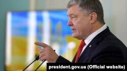 Порошенко переконує, що готовий консультуватися з «Опозиційним блоком» щодо їхньої кандидатури до ЦВК