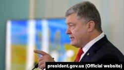 УПЦ (МП) заявляє, що Порошенко відмовився від зустрічі на території Лаври