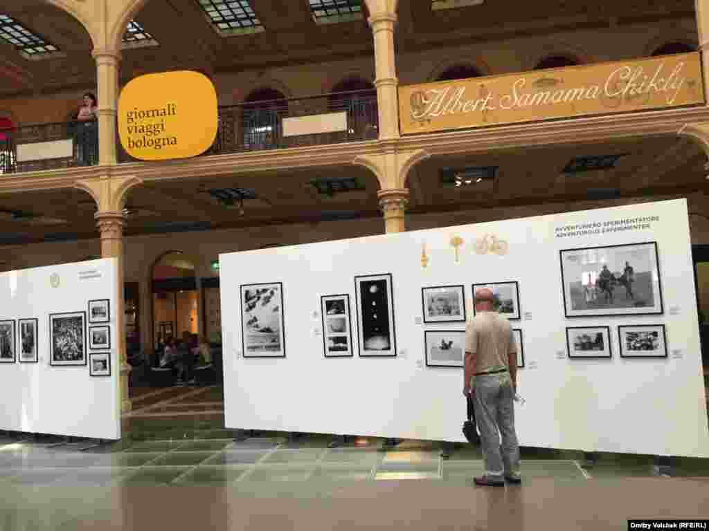 Одна из секций фестиваля посвящена Альберу Самама Шикли: пионеру тунисского кино, фотографу, репортеру, путешественнику. Это выставка его фотографий