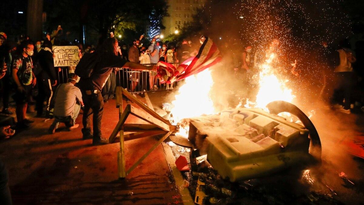 Около 40 городов США ввели комендантский час из-за протестов