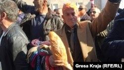 Një nga protestuesit në Tiranë