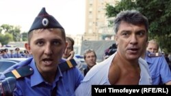Police detain Russian opposition leader Boris Nemtsov in Moscow on July 31.