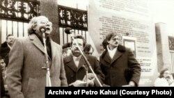 Голова Народного руху України Іван Драч виступає на мітингу пам'яті Андрія Сахарова, Київ, 17 грудня 1989 року
