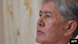 Алмазбек Атамбаев. Архивдик сүрөт.