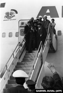 A photo taken on February 01, 1979 at Tehran airport shows Ayatollah Ruhollah Khomeini (up front R) leaving the Air France Boeing 747 jumbo that flew him back from exile in France to Tehran.